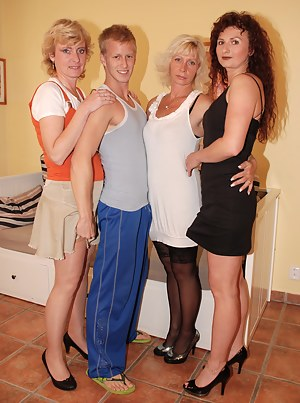 Reverse Gangbang Porn Pictures